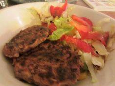 Ingrédients (pour 4 personnes) : - 400g de haricots rouges en boite - 1 oignon - 1 bonne cuillère à café d'herbes de provence - 1 oeuf battu - 2 cuillères à soupe d'huile - Facultatif : 1 pincée de piment de Cayenne - sel et poivre - un peu de farine pour le façonnage végétariens aux haricots rouges - Marmiton