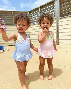 Cute Mixed Babies, Cute Black Babies, Cute Twins, Cute Baby Girl, Cute Babies, Baby Kids, Twin Girls, Twin Babies, Beautiful Children