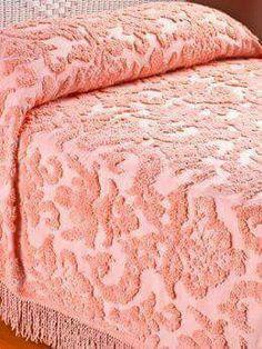 Ideas Vintage Bedroom Decor Chenille Bedspread For 2019 Pink Bedspread, Chenille Bedspread, Sweet Memories, Childhood Memories, Childhood Toys, Vintage Bedroom Decor, Vintage Bedding, Vintage Fabrics, Living Vintage