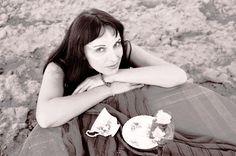 """India Czajkowska – komponuje muzykę do filmu i teatru. Zajmuje się również własną twórczością, jak chociażby płyta pt. """"Borderline"""" wyda..."""