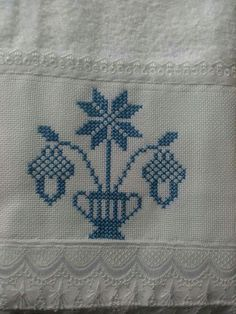 Cross Stitch Borders, Cross Stitch Flowers, Cross Stitch Patterns, Embroidery Sampler, Embroidery Stitches, Hand Embroidery, Creative Embroidery, Bargello, Christmas Cross