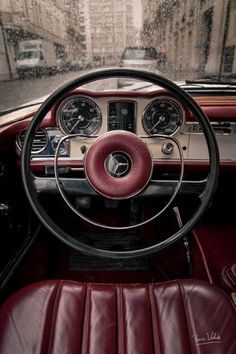 Mercedes Benz / Old classic my first view/touch of a steering wheel looked line this