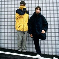(fotos y one shits). Great Bands, Cool Bands, Liam Gallagher Noel Gallagher, Oasis Live Forever, Oasis Music, Oasis Lyrics, Liam And Noel, Oasis Band, Rock Y Metal