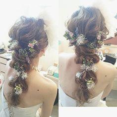 2015年よりも、さらに人気が上昇している《ラプンツェルヘア》は、とびっきりラブリーにも、お上品にも、エレガントにも、アレンジ自在な魅惑のブライダルヘアなのです♡ 結婚式や前撮りの髪型にお悩みの花嫁さんは、インスタグラムの先輩花嫁さんから、おしゃれなヘアアレンジ術を学んじゃいましょう♪