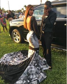 Teen Wears Prom Dress Honoring Black Lives Matter Movement - It's prom season! And as one Florida teen showed, great style can also have a great message. Seventeen-year-old Milan Morris' prom dress is gorgeous. But her outfit is getting particular attention because of the Black Lives Matter message it conveyes.