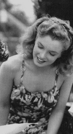 Marilyn Monroe was not just a sexual icon , she was a very sensitve and clever woman, and was much more beautiful when she was relaxed and without make up, ILY Marilyn <3