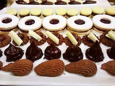 Masas Halloween Makeup kat von d halloween makeup tutorial Yummy Cookies, Cupcake Cookies, Mini Cupcakes, Decadent Cakes, Four, Sin Gluten, Kat Von D, High Tea, Cake Toppers