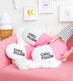 What to Make This Weekend: Holographic Trays, Velvet Pillows + More Learn how to make these DIY chill pillows with this step-by-step tutorial. The post What to Make This Weekend: Holographic Trays, Velvet Pillows + More & wohnen appeared first on Pillow . Food Pillows, Diy Throw Pillows, Cute Pillows, Burlap Pillows, Diy Simple, Easy Diy, Diy Room Decor, Bedroom Decor, Diy Throws