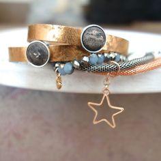 souldesign - Shop - Armbänder - Echtes Lederarmband roségold mit zwei Schiebe Cabochons Shops, Cabochons, Cuff Bracelets, Gold, Design, Jewelry, Fashion, Semi Precious Beads, Handmade Jewelry