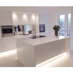 Modern Kitchen Island, Modern Kitchen Design, New Kitchen, Kitchen White, Kitchen Contemporary, White Kitchens, Kitchen Islands, Kitchen Designs, Contemporary Design