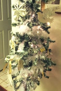 OUR CRAFTY MOM: DIY FLOCKED CHRISTMAS TREE USING SPRAY PAINT