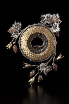 Snake Jewelry, High Jewelry, Animal Jewelry, Jewelry Art, Jewelry Design, Contemporary Jewellery, Modern Jewelry, E Design, Artisan Jewelry