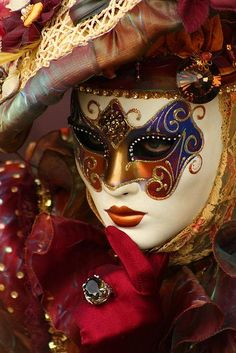 Stunningly beautiful carnival costumes of participants of Pre-Lenten Carnevale in Italy Venice Carnival Costumes, Mardi Gras Carnival, Venetian Carnival Masks, Carnival Of Venice, Venetian Masquerade, Masquerade Ball, Venice Carnivale, Venice Mask, Costume Venitien