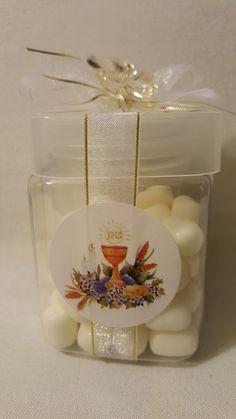 Caramelos de color blanco como recordatorios de primera comunión. #RecordatoriosPrimeraComunion
