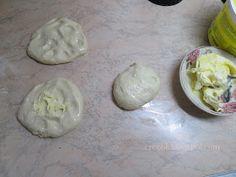 Ζουζουνομαγειρέματα: Τυρόπιτες με ζύμη γιαουρτιού! Biscuits, Snacks, Breakfast, Ethnic Recipes, Food, Virginia, Happy, Crack Crackers, Morning Coffee