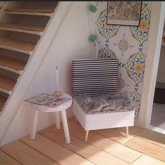 New armchair made of funky foam, toothpicks and washitape!#dockhus #dockskåp #dollhouse #lundby #lundbyrenovering #diy #lundbydiy #lundbydockskåp #miniatyr #minature #miniature #gördetsjälv #pyssel #craft #doityourself #dukkehus #kreativt #inspiration #Padgram
