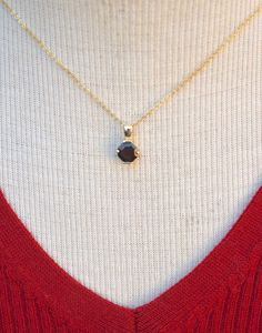 Real Gold Jewelry, Garnet Pendant, Vintage Brooches, Beautiful Necklaces, Vintage Items, Pendants, Pendant Necklace, Pendant, Charms