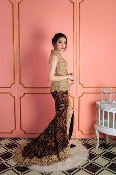 Wedding Photography Modern Lace Dresses Ideas For 2019 Kebaya Lace, Kebaya Hijab, Batik Kebaya, Kebaya Dress, Batik Dress, Model Kebaya Modern, Kebaya Modern Dress, Grey Bridesmaid Dresses, Bridal Dresses