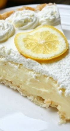 Lemon Sour Cream Pie lemon sour cream pie~ Perfect level of lemon tartness combined with the perfect level of creaminess. This pie is absolutly fantastic and definitely a new favorite! Lemon Curd Dessert, Lemon Desserts, Pie Dessert, Lemon Recipes, Just Desserts, Sweet Recipes, Delicious Desserts, Dessert Recipes, Yummy Food