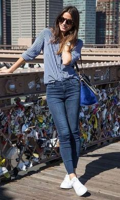 35 Best Outfit Ideas With New Sneakers Office Style Inspiration Blue Shirt Plus Bag Plus Skinny Jeans Plus White Sneakers Smart Casual Outfit, Casual Work Outfits, Casual Chic, Trendy Outfits, Casual Jeans, Stylish Outfits, Dress Casual, Smart Casual Women Summer, Casual Ootd
