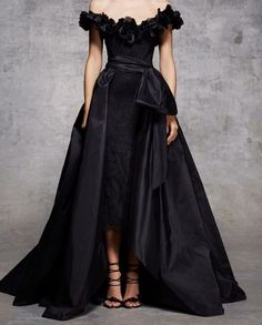 Marchesa Pre-Fall Long black dress, ideal for an important night! Style Couture, Couture Fashion, Runway Fashion, Marchesa, Evening Dresses, Prom Dresses, Pageant Gowns, Long Dresses, Casual Dresses