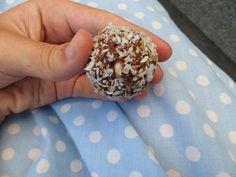 Chokladbollar är en stor klassiker och som jag bara älskar. Ibland kan det ändå kännas som att man vill äta något lite nyttigare, då är de...