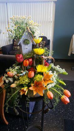 #gardenflowers #birdhouse #rusticflowers