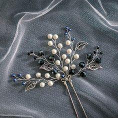 Купить или заказать Снежная шпилька в вечернюю или свадебную прическу в интернет магазине на Ярмарке Мастеров