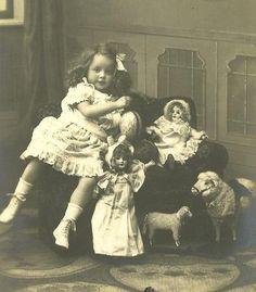 Vintage photo of little girl