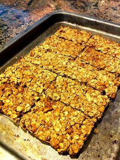 these bars are low calorie, low fat and low sugar! Jill's Banana Nut Running Bars (use maple syrup instead, 845 calories total) Vegan Protein Bars, Healthy Bars, Healthy Treats, High Protein, Healthy Eating, Low Sugar Recipes, No Sugar Foods, Fodmap Recipes, Low Calorie Snacks