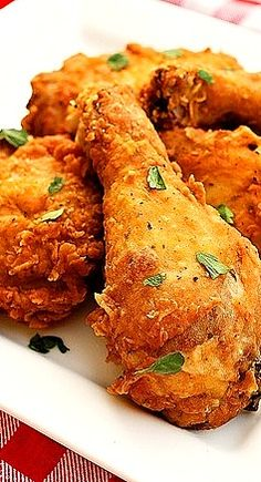 Spicy Southern Fried Chicken TRIED very good. I cut down the hot sauce. Turkey Recipes, Dinner Recipes, Game Recipes, Recipies, Fried Chicken Recipes, Spicy Fried Chicken, Fried Chicken Drumsticks, Roasted Chicken, Chicken Wings