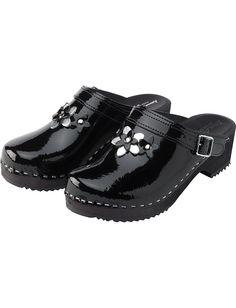 black clogs- you gotta love these!
