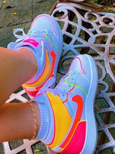 Cute Nike Shoes, Cute Nikes, Cute Sneakers, Nike Air Shoes, Sneakers Nike, Jordan Shoes Girls, Girls Shoes, Swag Shoes, Aesthetic Shoes