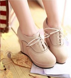 Vintage Style Splice and Lace-Up Design Women's Spring Wedge Shoes