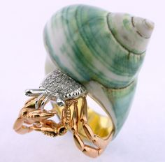 RING SHELL: white and yellow gold, 18 diamonds 0,26 ct. Crab 16OS0017