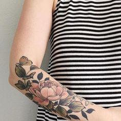 New Womens Flower Tattoo Sleeve Colour Ideas Tattoo Girls, Girl Tattoos, Tattoos For Women, Tattoos Skull, Tatoos, Soft Tattoo, Tattoo Ink, Band Tattoo, Realism Tattoo