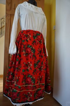 The top folk costume of Krakow's skirt made of cotton, trimmed with velvet, which secured the seams skirt. The skirt was welted decorative tape, sequins and lace. Folk Costume, Costumes, Sequins, Lace, Skirts, Cotton, Tops, Fashion, Moda