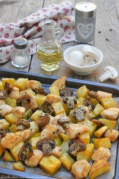 BOCCONCINI DI POLLO AL FORNO CON FUNGHI E PATATE, un piatto semplice e gustoso che piace a tutta la famiglia. Pronti in 30 minuti! #pollo #chicken #funghi #mushrooms #forno #oven #ricette #recipes #gialloblogs