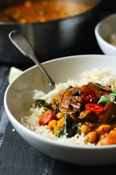 This delicious Mushroom Curry with spinach and chickpeas is rich and creamy and really easy to make. It's packed with flavour and great for a quick and tasty weeknight family meal. It's also vegan and gluten-free. Healthy Sandwich Recipes, Veggie Recipes, Indian Food Recipes, Whole Food Recipes, Cooking Recipes, Veggie Meals, Cooking Tips, Vegetarian Pasta Dishes, Quick Vegetarian Meals
