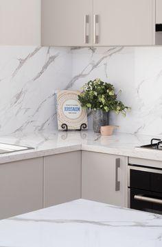 Check out this stunning calcutta gloss stone-inspired laminate benchtop and splashback from kaboodle kitchens. Kitchen Benchtops, Modern Kitchen Cabinets, Splashback, Grey Cupboards, Diy Kitchen Decor, Rustic Kitchen, Kitchen Styling, Kitchen Dining, Ikea Hacks