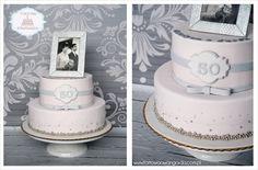 Tort 2-piętrowy w odcieniach pudrowego różu i srebra przygotowany   na 50'tą rocznicę ślubu.