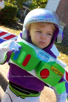 No-Sew Buzz Lightyear Costume for a Toddler Woody Costume Toddler, Buzz Lightyear Costume Toddler, Buzz Costume, Buzz Lightyear Halloween Costume, Toddler Costumes, Kid Costumes, Costume Ideas, Halloween Parade, First Halloween
