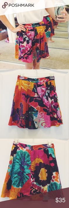 """Lily & Jae skater skirt Colorful Lily & Jae skater skirt. Super pretty and bright, perfect for spring and summer. Size xs, 26"""" waist, 16,5"""" long. Has a zipper. Excellent condition. Has pockets!! Lily & Jae Skirts Circle & Skater"""