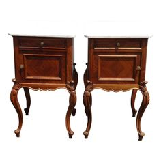 Pair of Century French Louis XVI Style Carved Nightstands White Marble Top Gorgeous Nightstands in Good Vintage Condition. Vintage Nightstand, White Nightstand, Unique Furniture, Vintage Furniture, Home Furniture, Marble Wood, White Marble, Coffe Table, Louis Xvi