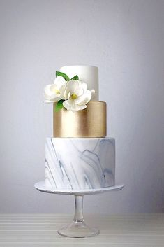 30+ Beautiful Gold Wedding Cake Inspirations For Amazing Party
