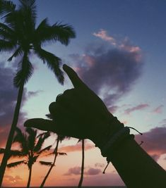 Pin by 🌻 ✨ 🌊 🤙 🏼 on summer vibes léto, fotografování, dovolen Photo Summer, Summer Photos, Beach Photos, Summer Beach, Summer Sunset, Tumblr Beach Pictures, Blue Sunset, Summer Travel, Tumblr Picture Ideas