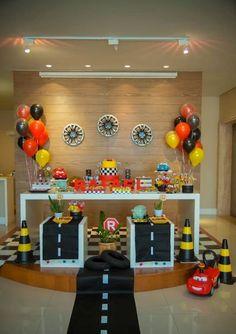 parti evi: arabalar temalı doğum günü organizasyonu