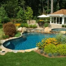 Swimming Pool Options | Do thorough research before you decide what kind of swimming pool to put in your backyard, it will save you time and money