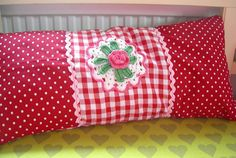 Pot-holder as a decoration at a pillowcase by Jagblommar, via Flickr