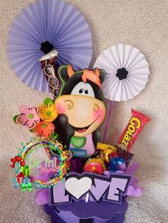 Candy Bouquet Diy, Diy Bouquet, Candy Arrangements, Magic Hands, Candy Gifts, Valentine Crafts, Animal Party, Minnie Mouse, Origami